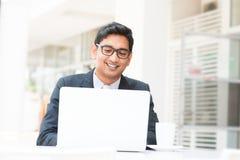 Pausa para o almoço indiana do homem de negócios Fotos de Stock