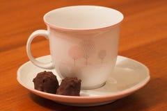 Pausa tè con la pralina del cacao Immagine Stock Libera da Diritti
