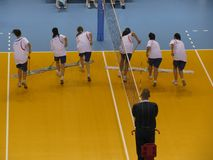 Pause au match de volleyball images stock