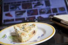 Pause avec une tranche de tarte image libre de droits