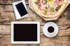 Pause-café à distance de lieu de travail Images libres de droits