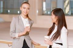Pause-café au cours de la réunion photos libres de droits