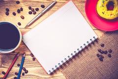 Pause-café avec le casse-croûte photo stock
