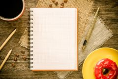Pause-café avec le casse-croûte image libre de droits