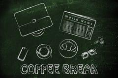 Pause-café de déjeuner ou d'affaires : table avec le journal, café, Cr photo libre de droits