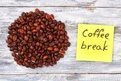 Pause-café et haricot photographie stock libre de droits