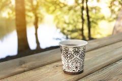 Pause-café extérieure image libre de droits