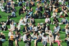 Pause de midi d'amis Photo libre de droits