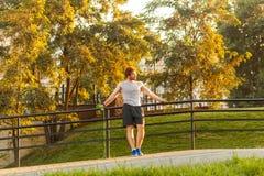 Pause e relaxe após cardio- handrail imagens de stock
