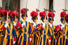 Pauselijke Zwitserse Wacht in eenvormig Royalty-vrije Stock Afbeeldingen