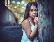 Pauvre jeune femme sur la rue Photos libres de droits
