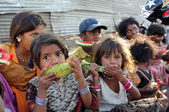 pauvres affamés d'enfants Image stock