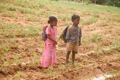 Pauvres frère et soeur indiens photographie stock libre de droits
