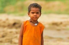 pauvres indiens d'enfant images stock