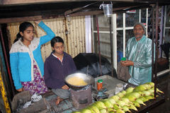 Pauvres vendeurs de maïs Image stock