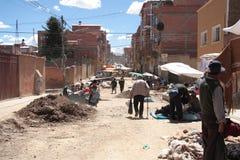 Pauvreté dans une rue d'El Alto, La Paz, Bolivie Image libre de droits