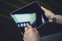 Pavé tactile avec l'affichage vide et espace pour l'information de publicité ou le texte de la publicité Photographie stock