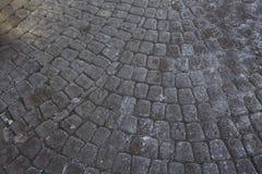 Pavés gris Greypaving pavé en cailloutis par trottoir Photographie stock libre de droits