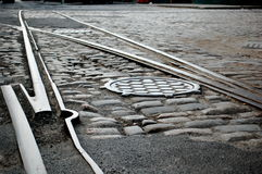 Pavés ronds et pistes sur une rue de Brooklyn Photos libres de droits