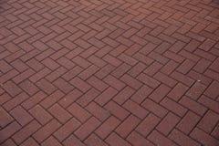 Pavés rouges Pavage rouge pavé en cailloutis par trottoir Photo libre de droits