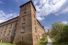 Pavía, Italia: el castillo medieval en la primavera foto de archivo libre de regalías