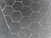 Pavage du passage couvert de brique d'hexagone Le modèle du pavage en pierre de bloc Images libres de droits