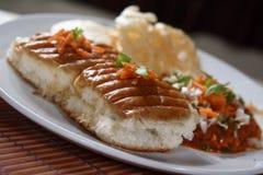 Pavbhaji, Zacht brood met dikke plantaardige kerrie stock foto's