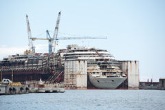 Épave de Costa Concordia en Genoa Harbor Photographie stock