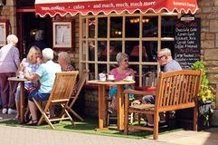 Pavement cafe, Bourton on the Water. Stock Images