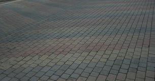 Pavers που τοποθετούνται οδικά στο σχέδιο με το σχέδιο βελών ουράνιων τόξων Στοκ φωτογραφία με δικαίωμα ελεύθερης χρήσης