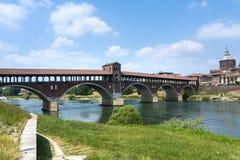Pavia (Italië): behandelde brug Stock Afbeeldingen