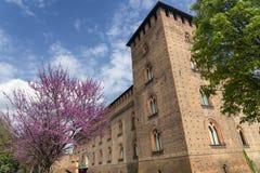 Pavia, Italia: il castello medievale alla molla fotografia stock