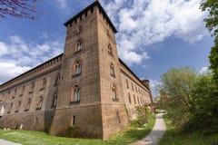 Pavia, Italia: il castello medievale alla molla fotografia stock libera da diritti