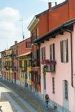 Pavia (Italien): färgrika hus arkivbilder
