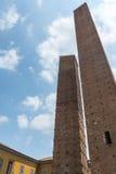 Pavia (Włochy): średniowieczny góruje Zdjęcie Royalty Free