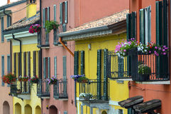 Pavie (Italie) : maisons colorées Images stock