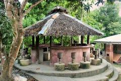 Pavilhão com um telhado cobrido com sapê. Imagens de Stock Royalty Free