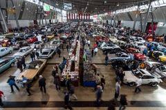 Pavilhão da exposição com vários carros Foto de Stock Royalty Free