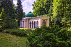 Pavilhão da mola da floresta - Marianske Lazne Marienbad - República Checa fotos de stock