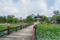 Pavilhão de Hyangwonjeong fotos de stock