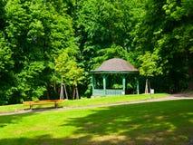 Pavilhão de madeira no parque Fotos de Stock