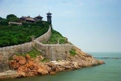 Pavilhão de Penglai com opinião de oceano Fotos de Stock Royalty Free