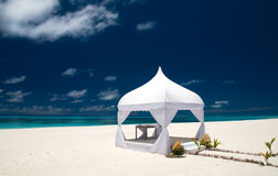 Pavilhão do casamento na praia foto de stock royalty free