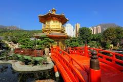 Pavilhão do ouro no jardim Imagens de Stock Royalty Free