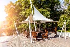 Pavilhão do parque com luz solar Fotografia de Stock Royalty Free