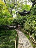 Pavilhão e hortaliças no jardim chinês antigo foto de stock royalty free