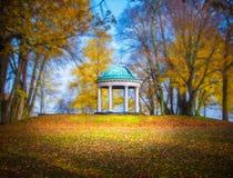 Pavilhão em um parque Fotos de Stock Royalty Free