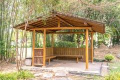 Pavilhão japonês de madeira no jardim real Chiang Mai da flora, Tailândia fotografia de stock