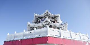 Pavilhão na parte superior de Tianmen, construção congelada fotografia de stock