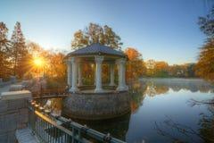 Pavilhão no lago fotos de stock
